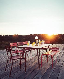 Komfortable und farbenfrohe Fermob Gartenmöbel